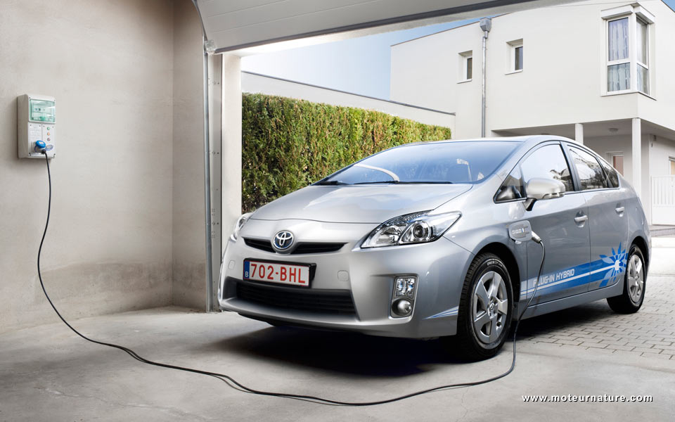 25 toyota prius plug in hybrids on the road in france motornature cars for green drivers. Black Bedroom Furniture Sets. Home Design Ideas