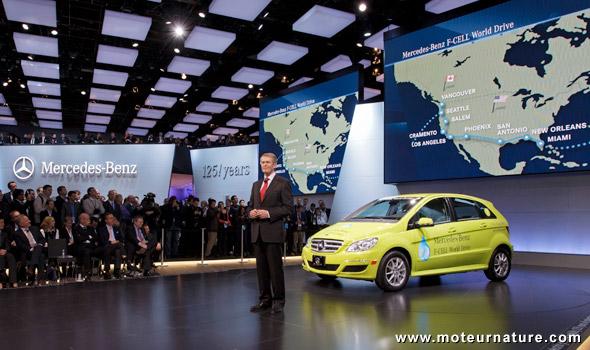 Mercedes-F-Cell-World-tour