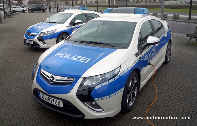 the opel ampera plug-in hybrid has found its first customer in