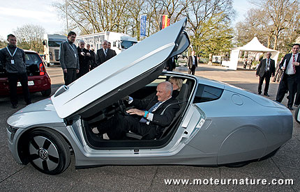Ferdinand Piech drives the Volkswagen XL1 at the Hauptversammlung 2012, Congress Center Hamburg, 19. April 2012