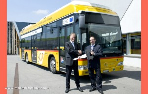 Mercedes-hydrogen-fuel-cell-bus
