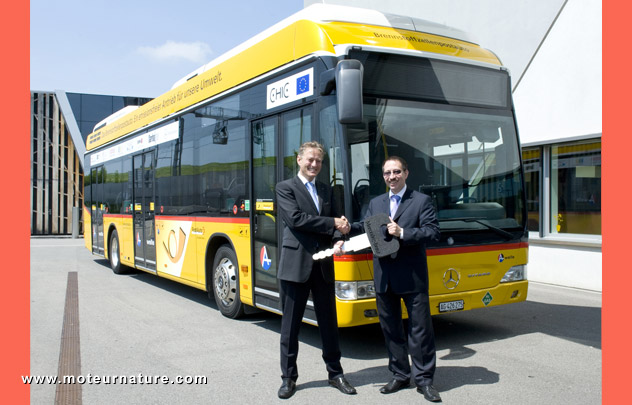 http://www.motornature.com/wp-content/uploads/2012/05/Mercedes-hydrogen-fuel-cell-bus.jpg