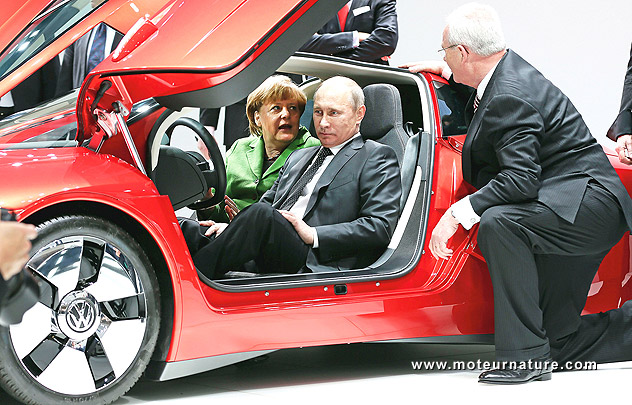Vladimir Putin and Angela Merkel inside a Volkswagen XL1